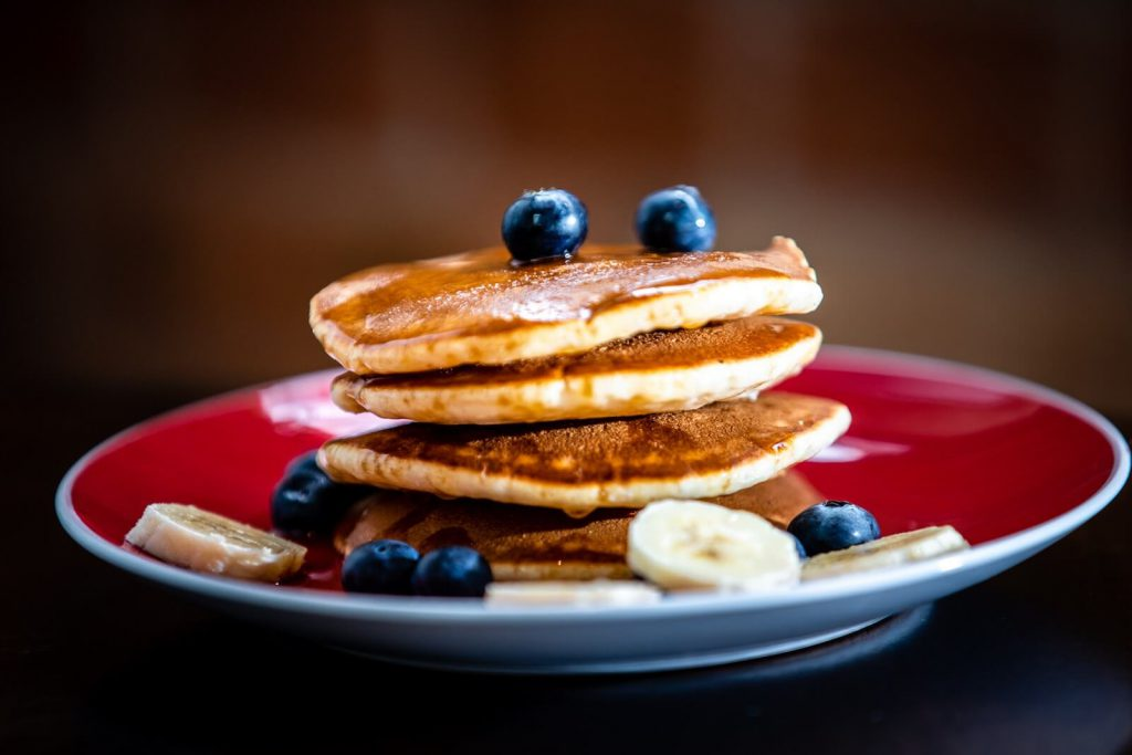 Buttermilk Pancakes with Maple Syrup Applesu003cbru003e