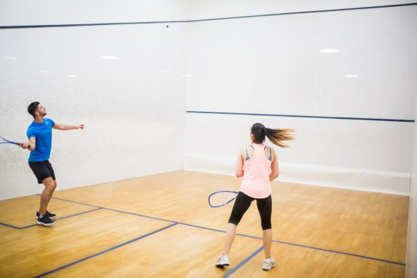 https://demo.wpzoom.com/presence-fitness/files/2016/10/photodune-13379895-competitive-couple-playing-squash-in-the-squash-court-m-600x400.jpg