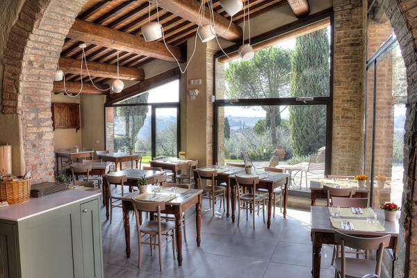 http://demo.wpzoom.com/presence-hotel/files/2016/10/warm-atmosphere-la-volpenera-restaurant_23123941030_o-600x400.jpg